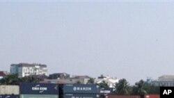 中國已經成為緬甸第一大外資來源國。圖為中海集運停靠在緬甸港口。