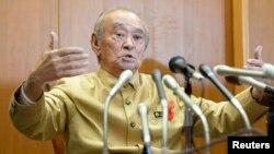 나카이마 히로카즈 일본 오키나와현 지사가 27일 기자회견에서 후텐마 미 공군 기지 이전을 위한 일본 정부의 현 내 부지 구입을 승인했다고 밝혔다.