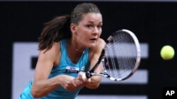 Petenis Polandia, Agnieszka Radwanska tersingkir dari turnamen Italia terbuka, Rabu (16/5).