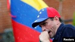 Tras el anuncio del Consejo Nacional Electoral, el líder de oposición Henrique Capriles invitó al pueblo a movilizarse el miércoles y jueves..