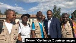 Le ministre de la Santé, le Dr Oly Ilunga Kalenga, 2e à droite, au milieu des experts de son ministère à Mangina pour lancer et coordonner la riposte l'épidémie D'Ebola déclarée il y a quelques jours dans le Nord-Kivu, RDC, 2 juillet 2018. (Twitter/Oly il