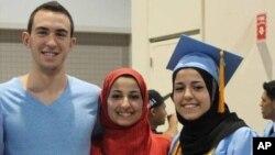 Deah Shaddy Barakat, Yusor Muhammad ve Razan Muhammad Ebu Salha, 10 Şubat 2015'te öldürülmüştü.