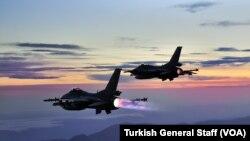យន្តហោះធុន F-16 ពីរគ្រឿងរបស់តួកគី។