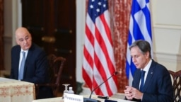 امریکی وزیر خارجہ انٹنی بلنکن اور یونان کے وزیر خارجہ نکوس دندیاس۔