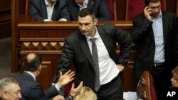 Ukrajinski opozicioni lider Vitalij Kličko u parlamentu (arhiva)