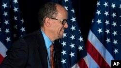 Thomas Pérez antes de hablar durante la sesión general de la reunión de invierno del DNC en Atlanta, el sábado, 25 de febrero, de 2017.