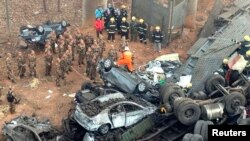 Rescuers look for survivors near the wreckage of vehicles after a expressway bridge partially collapsed on the Lianhuo highway in Mianchi county, Henan province, February 1, 2013.