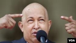 El ministro de comunicaciones venezolano comparó a Chávez con Papá Noel.