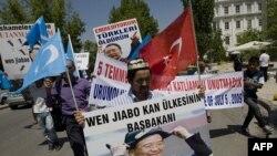 Người Uighur sống ở Thổ Nhĩ Kỳ biểu tình chống Trung Quốc tại Ankara