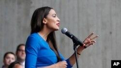 Cô Ocasio-Cortez phát biểu vào tháng 10/2018.