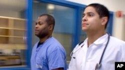 امریکہ میں ڈاکٹروں کی قلت کا مسئلہ شدت اختیار کر رہا ہے