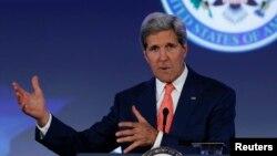 Menlu AS John Kerry Senin (16/6) mengatakan AS mungkin bekerjasama dengan Iran untuk mengatasi militan di Irak.