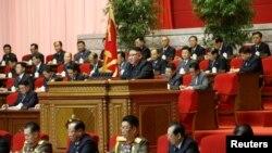 北韓朝中社發布的照片顯示,北韓領導人金正恩在勞動黨第八屆全國代表大會上講話。 (2021年1月6日)