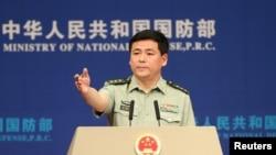 中国国防部发言人任国强2017年5月主持记者会(路透社)