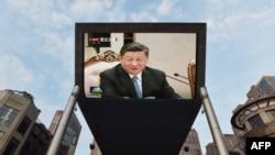 시진핑 중국 국가주석이 20일 평양에서 김정은 북한 국무위원장과 정상회담 중 발언하는 모습이 베이징 거리 전광판에 보도되고 있다.