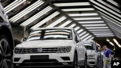 在德國沃爾夫斯堡大眾汽車廠,大眾汽車正在接受最後的治療檢測。 (2018年3月8日)