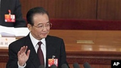 5일 중국의 전국인민대표회의에 참석한 원자바오 총리 (자료사진)