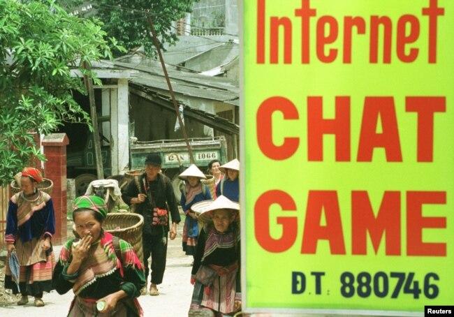 Số người sử dụng internet ngày càng tăng ở Việt Nam trong bối cảnh nhà nước tìm cách siết chặt quản lý