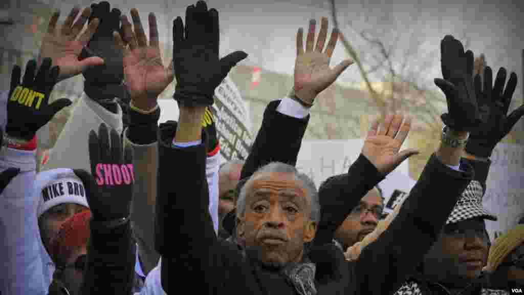 «Руки вверх». Организатор и вдохновитель шествия, проповедник и телеведущий Эл Шарптон