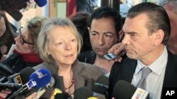 Charlotte Cassez (L) and lawyer Franck Berton speak to the media after the announcement by the Mexican courts about the fate of her daughter, Florence Cassez, March 21, 2012.