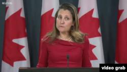 加拿大外长弗里兰在渥太华举行记者会,谈论引渡、孟晚舟案和康明凯案。(2018年12月12日)