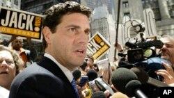 Сенатор Джэк Райан встречается с прессой после развода
