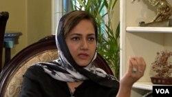 عاصمہ شیرازی، وائس آف امریکہ کے ساتھ انٹرویو کے دوران۔