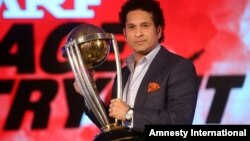 Former Indian cricketer and brand ambassador of the International Cricket Council's (ICC) Cricket World Cup 2015 Sachin Tendulkar holds the ICC Cricket World Cup 2011 trophy during a promotional event in Mumbai, India, Feb. 7, 2015.