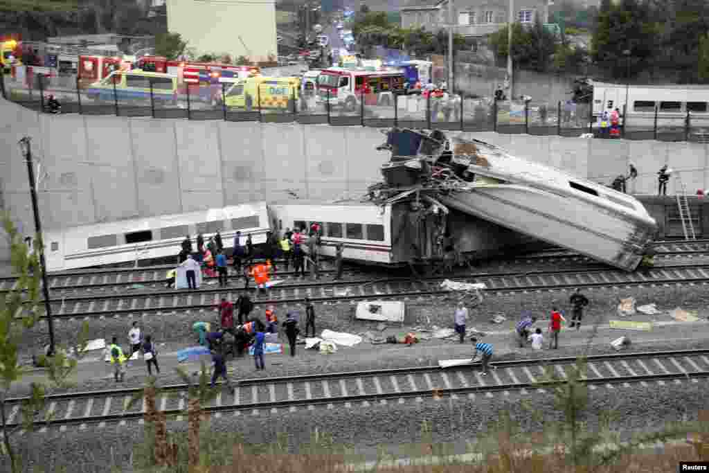 El miércoles 24 de julio un tren español de alta velocidad de Renfe descarriló poco antes de llegar a Santiago de Compostela, con un saldo de 79 muertos.