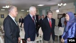 در دیدار با مریم رجوی، برخی اعضای ارشد کنگره از جمله روی بلانت، سناتور جان كورنين و سناتور تام تيليس حضور داشتند.