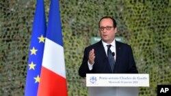 14일 프랑수아 올랑드 프랑스 대통령이 항공모함 샤를 드골호에서 연설하고 있다.