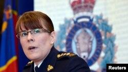 22일 토론토에서 제니퍼 스트래찬 왕립 캐나다 기마 경찰서장이 검거된 열차 테러 용의자들에 대해 기자회견하고 있다.