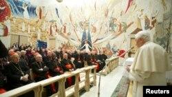 23일 로마 교황청에서 열린 피정에 참석한 교황 베네딕토 16세가(오른쪽)과 추기경들.