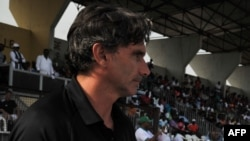 Patrice Carteron avant un match à Abidjan, Côte d'Ivoire, le 23 mars 2014