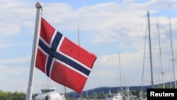 Vụ thảm sát ngày 22 tháng 7 năm 2011 ở Na Uy làm 77 người chết được thực hiện với một loại vũ khí bán tự động.