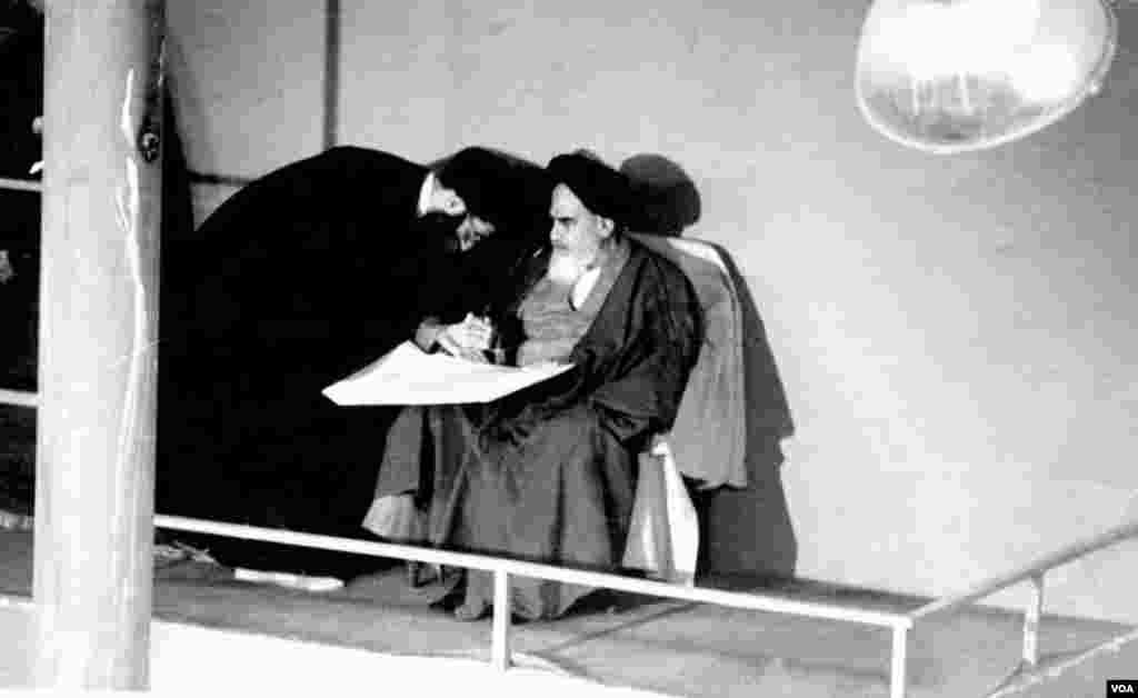 علی خامنه ای برای دور دوم به ریاست جمهوری ایران رسید و مراسم تنفیذ او روز ١٣ شهریور ١٣٦٤ در حسیینه جماران برگزار شد.