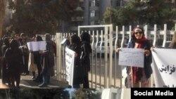 تصویر آرشیوی از تجمع فارغالتحصیلان حقوق مقابل مجلس در ششم بهمن امسال.