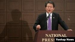 류길재 한국 통일부 장관이 21일 한국프레스센터에서 '한반도 통일시대를 위한 방향과 과제'란 주제로 통일IT포럼 초청 강연을 하고 있다.