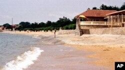 北戴河不许游人进入的海滩(资料照片)