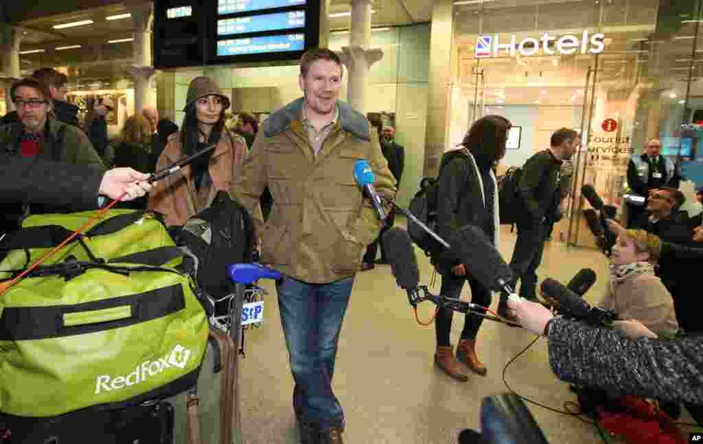 Rusya'da tutuklanan Anthony Perrett, medya ile konuşurken