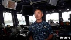 지난 2014년 1월 싱가포르를 방문한 해리 해리스 미 태평양함대사령관이 미 구축함 스프루언스 호를 방문했다. (자료사진)