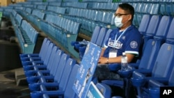 2020年4月24日台灣新北市立新莊棒球場除一位工作人員外沒有觀眾。