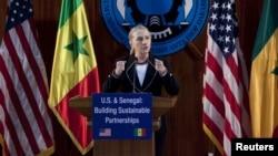 Hillary Clinton numa alocução no Senegal sobre a cooperação bilateral, democracia e boa governação