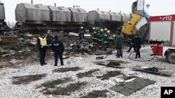 독일 동부 작센-안할트주(州) 오셰르스레벤 인근에서 화물열차와 여객열차의 충돌사고가 일어난 현장 주변에 희생자들의 시신이 위치했던 흔적이 선명하게 나타나있다.