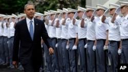 Harbiy akademiyalarning bu yilgi bitiruvchilari urushga bormayd, deydi prezident Obama