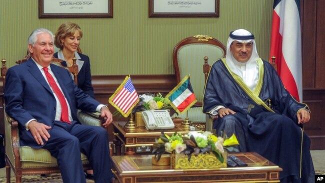 В Кувейте госсекретарь Тиллерсон встретился с эмиром Шейхом Сабахом аль-Ахмед аль-Сабахом. 10 июля 2017 г.