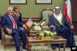 وزیر خارجه آمریکا روز دوشنبه با مقام های کویتی دیدار کرد که میانجی بین عربستان و قطر شده اند.
