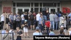 У здания московского суда, рассматривавшего дело журналиста Ивана Голунова. 8 июня 2019 г.