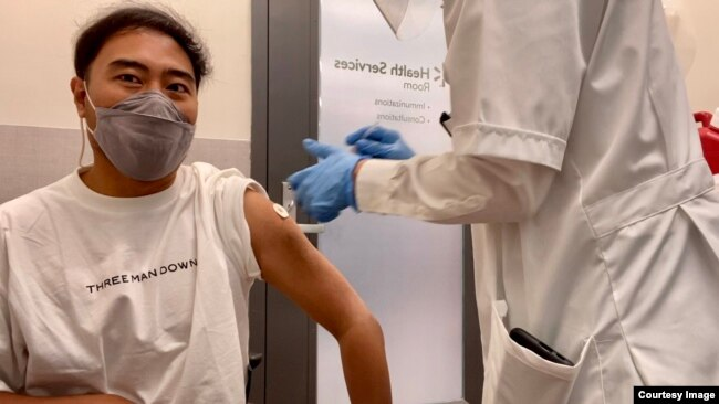 Jakkrit Yompayorm received his first dose of the Pfizer vaccine in Virginia. (By Jakkrit Yompayorm)