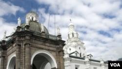 En ciudades como Quito, el comercio se vio afectado por las severas restricciones energéticas.